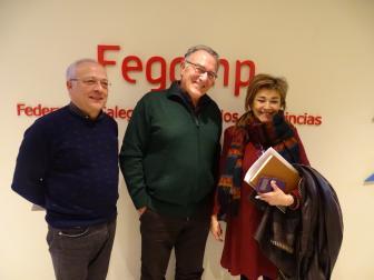 Alfredo García, Manuel Mirás e Anxela Franco ao fin da reunión na sede da Fegamp