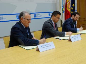 Acto de firma da addenda ao convenio de faixas entre a Fegamp e a Xunta