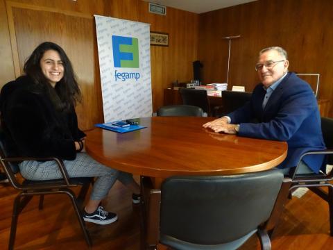 entrevista dunha estudiantea ao presidente da Fegamp sobre as emerxencias en Galicia.